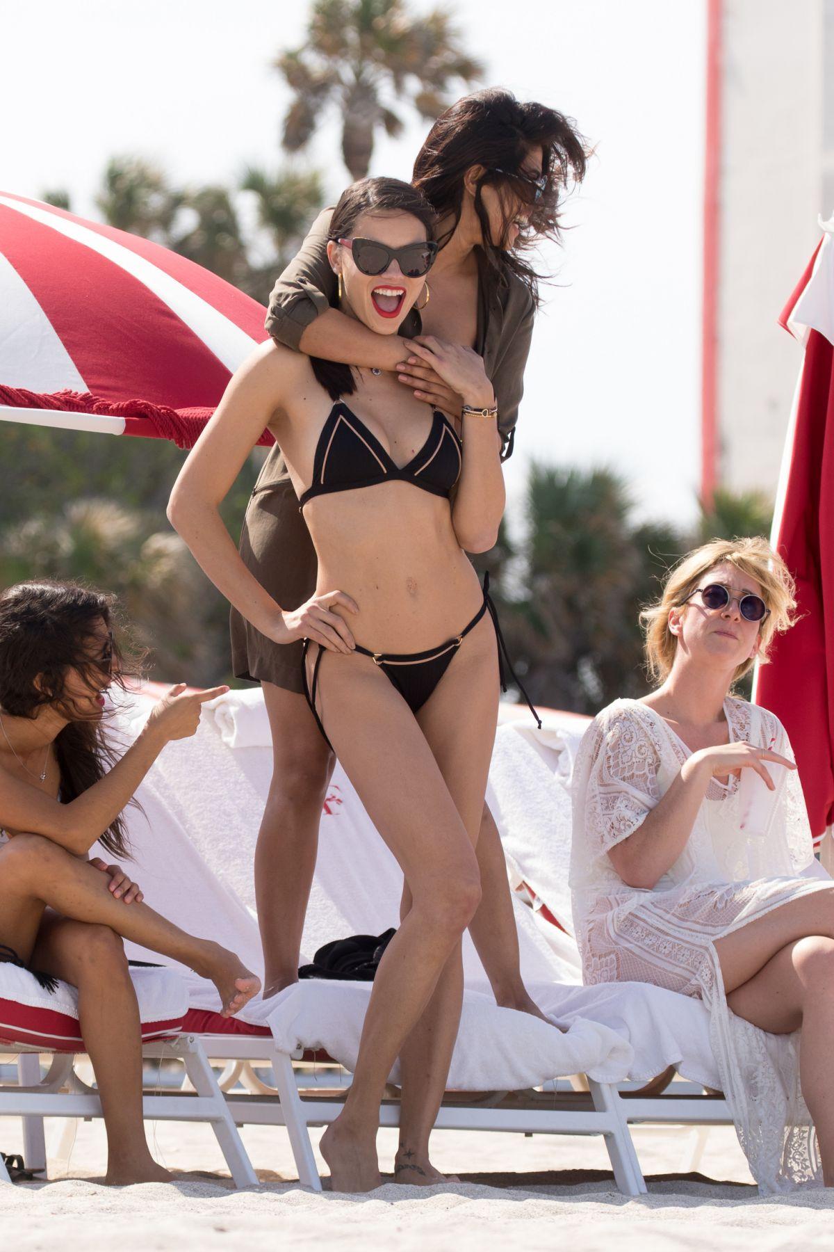 Adriana Lima Priyanka Chopra nudes (38 foto) Leaked, 2018, braless
