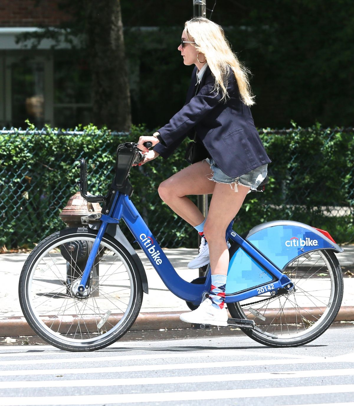 chloe sevigny riding a citybike out in new york 05 28 2017. Black Bedroom Furniture Sets. Home Design Ideas