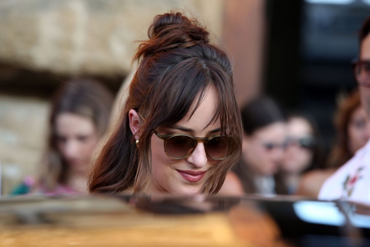 pictures Dakota johnson 2019 gucci cruise in florence italy