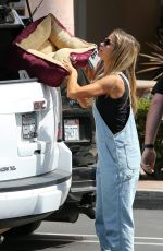 DENISE RICHARDS Picking Up Pet Supplies in Los Angeles 05/07/2017