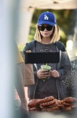 GENEVEIEVE HANNELIUS Shopping at Farmers Market in Studio City 05/28/2017
