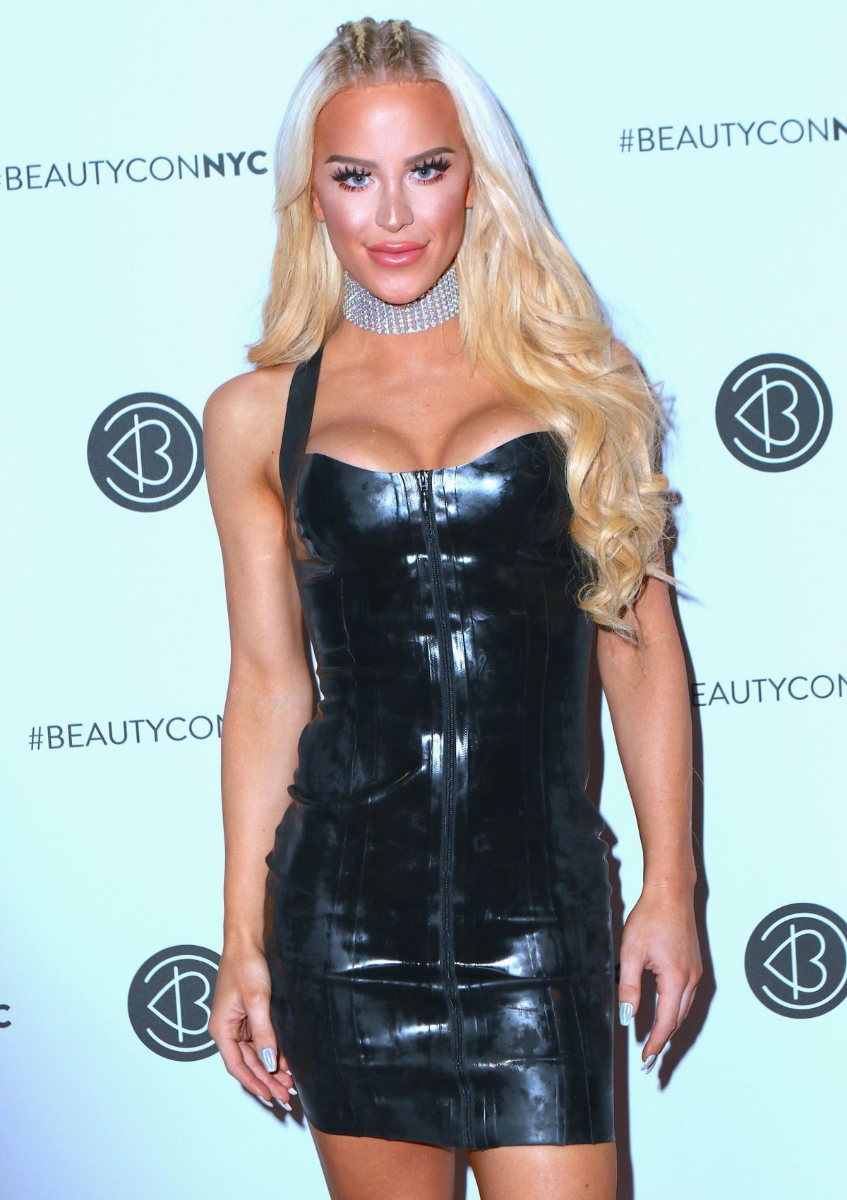 GIGI GORGEOUS at Beautycon Festival NYC in New York 05/20/2017