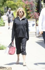 GOLDIE HAWN Out and About in Brentwood 05/29/2017
