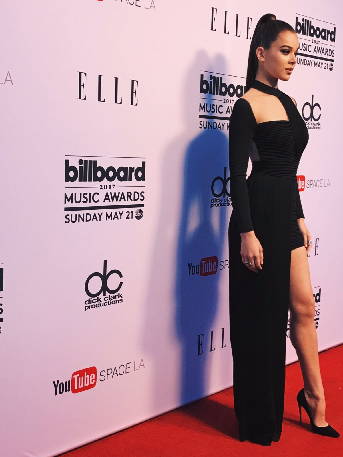 Billboard Music Awards 2016 The Best Hair And Makeup: HAILEE STEINFELD At Billboard Music Awards Women In Music