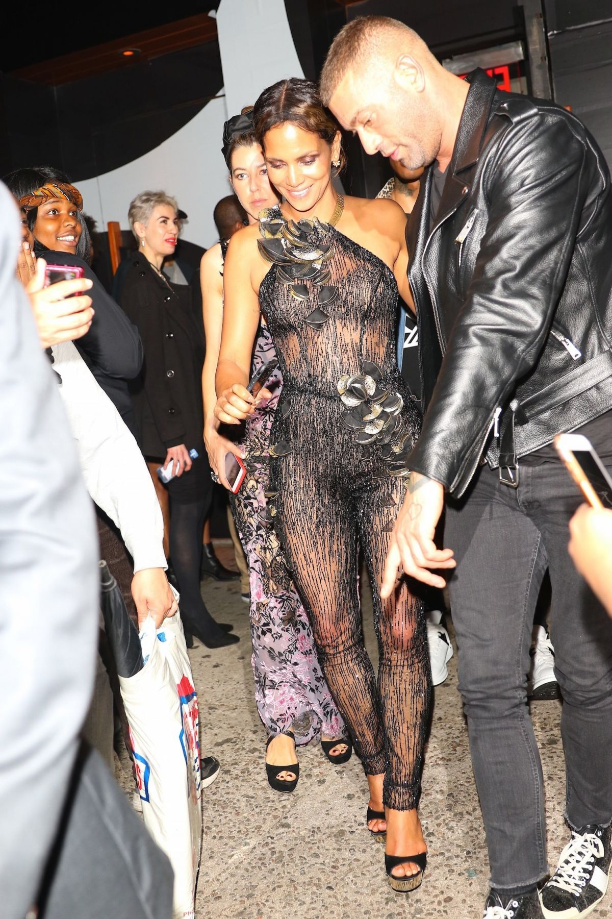 Halle Berry At Met Gala After Party In New York 05 01 2017 6 Hawtcelebs
