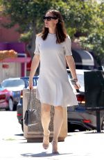 JENNIFER GARNER Arrives at a Church in Brentwood 04/30/2017