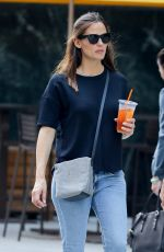 JENNIFER GARNER Out and About in New York 05/17/2017