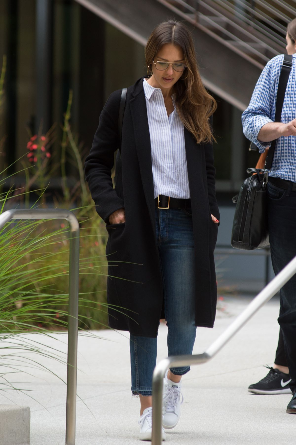 http://www.hawtcelebs.com/wp-content/uploads/2017/05/jessica-alba-leaves-an-office-building-in-los-angeles-05-12-2017_8.jpg