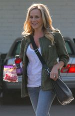 JULIE BENZ Shopping at Bristol Farms in Beverly Hills 05/12/2017