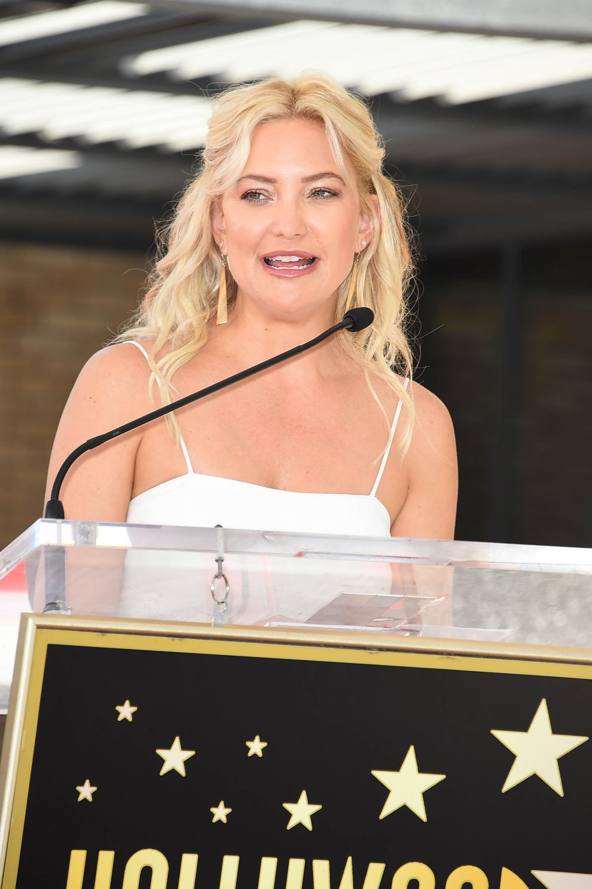 KATE HUDSON at Goldie Hawn and Kurt Russell's Walk of Fame ...