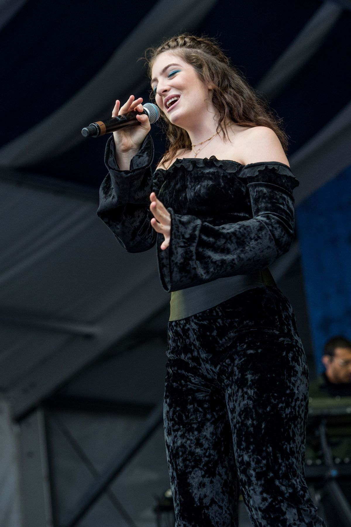 LORDE Performs at New Orleans Jazz and Heritage Festival 04/30/2017