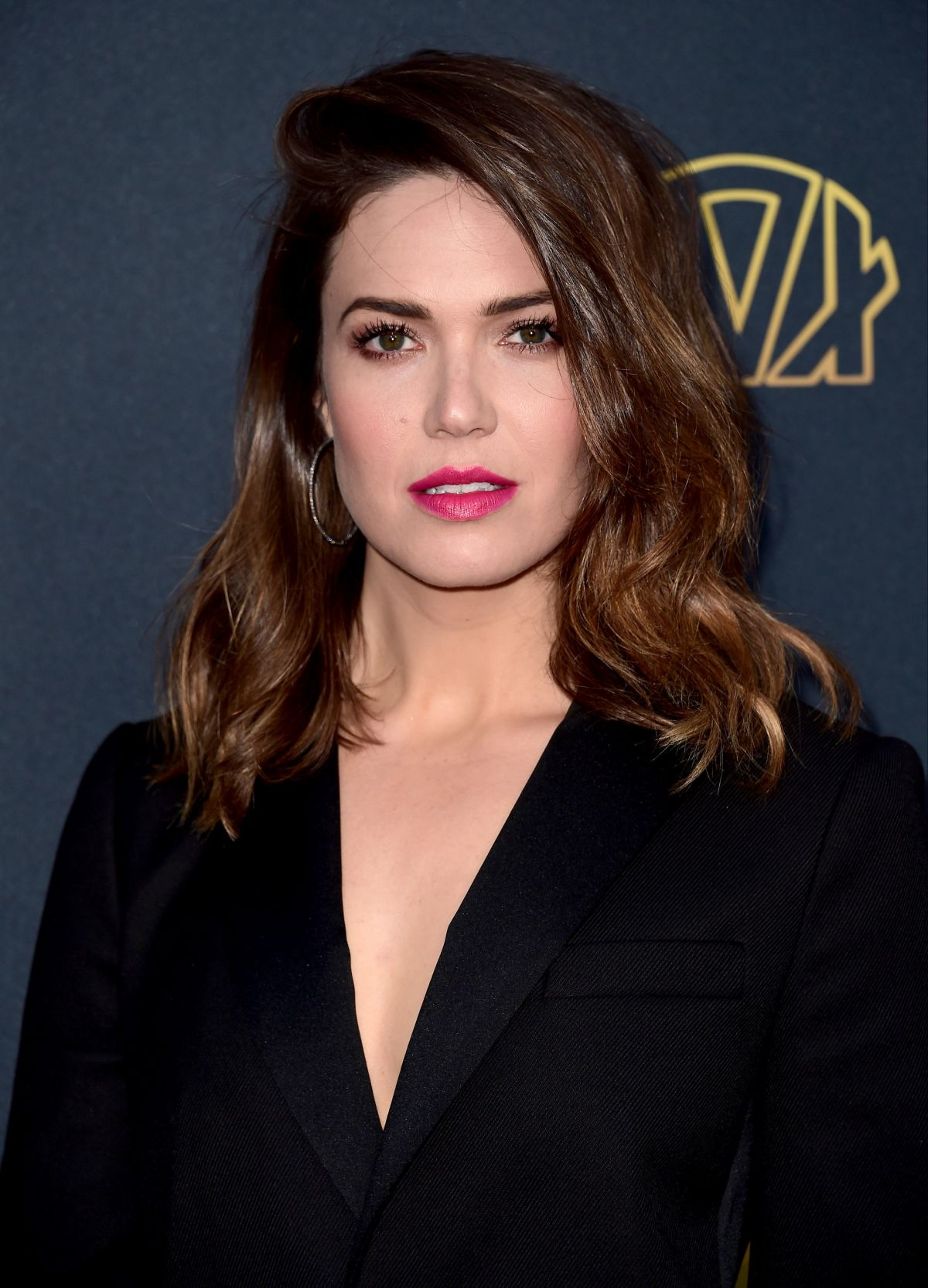 mandy moore 'this is us' star mandy moore thinks she'll have to be more cryptic when talking  about the show in its second season.