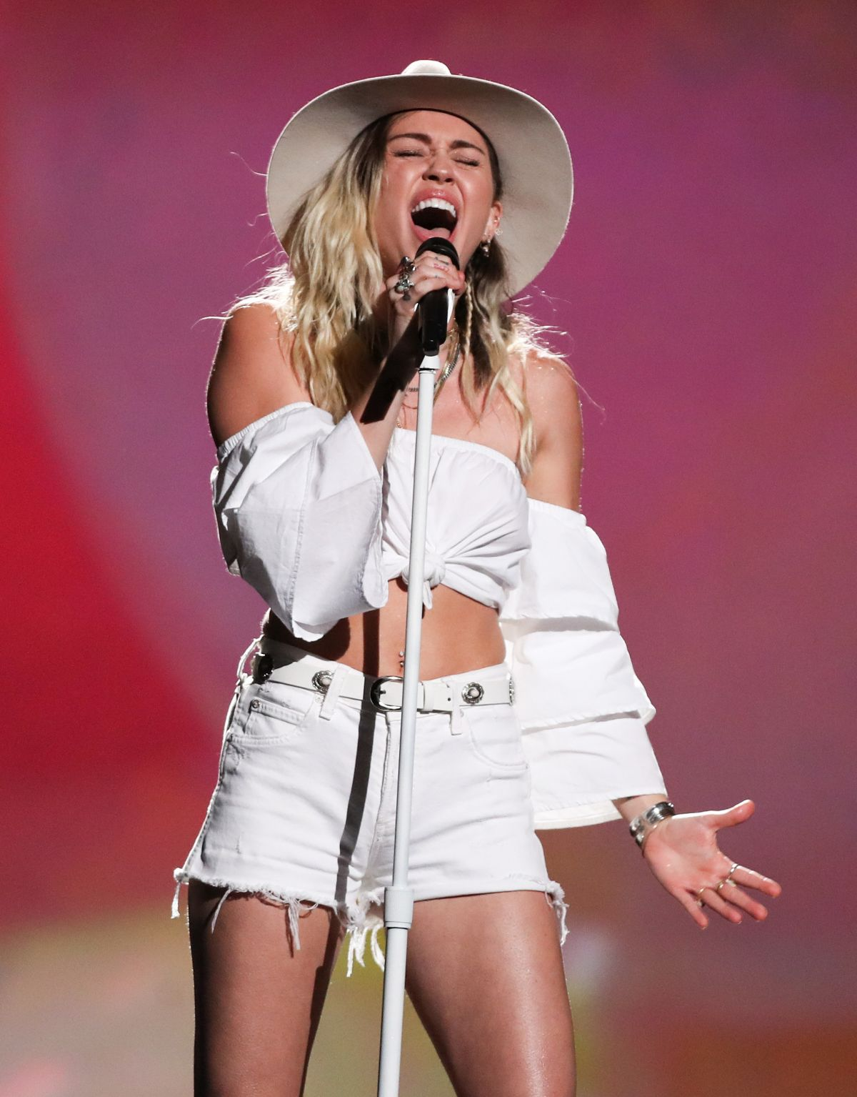 MILEY CYRUS Performs at 2017 Billboard Music Awards in Las Vegas 05/21/2017