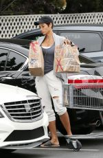NICOLE MURPHY Out for Grocery Shopping at Bristol Farms in Beverly Hills 05/30/2017