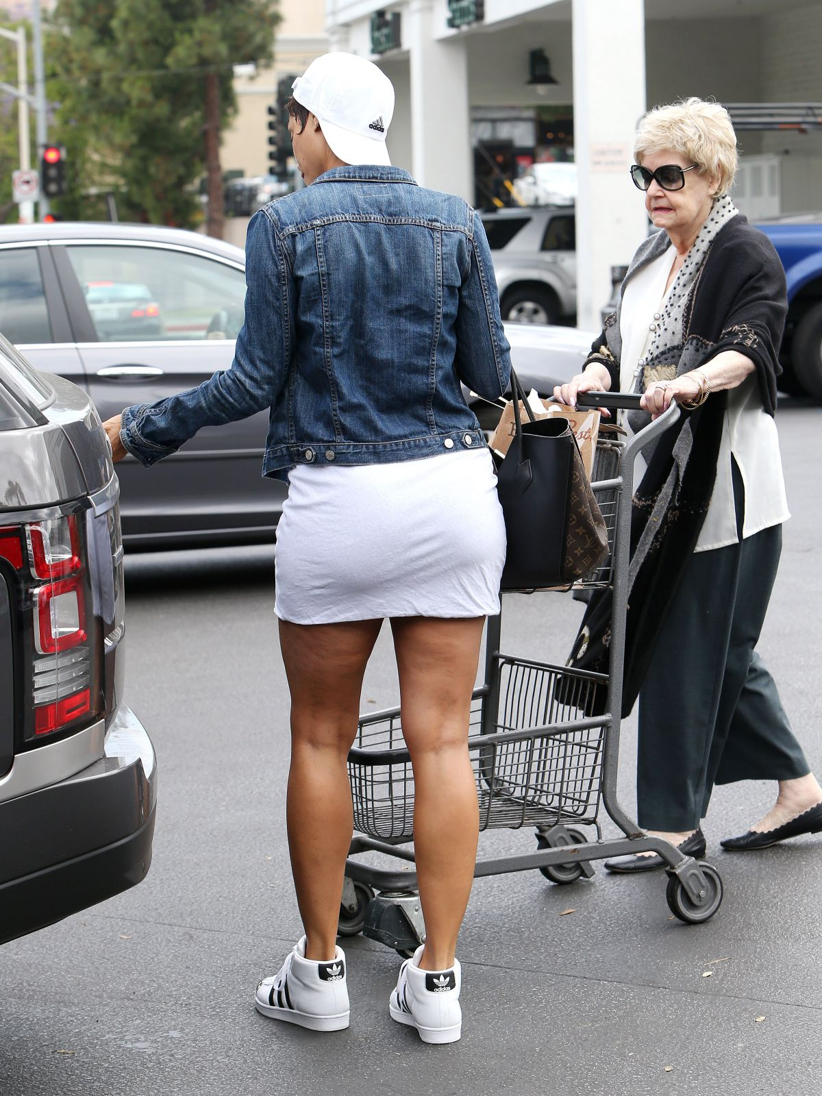 NICOLE MURPHY Shopping for Groceries in Los Angeles 05/09 ...