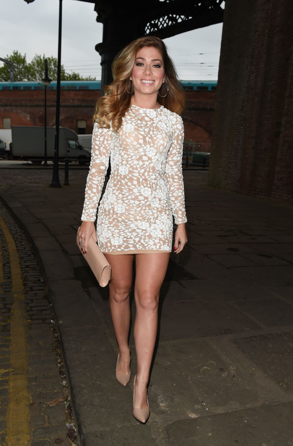 NIKKI SANDERSON at Bar...