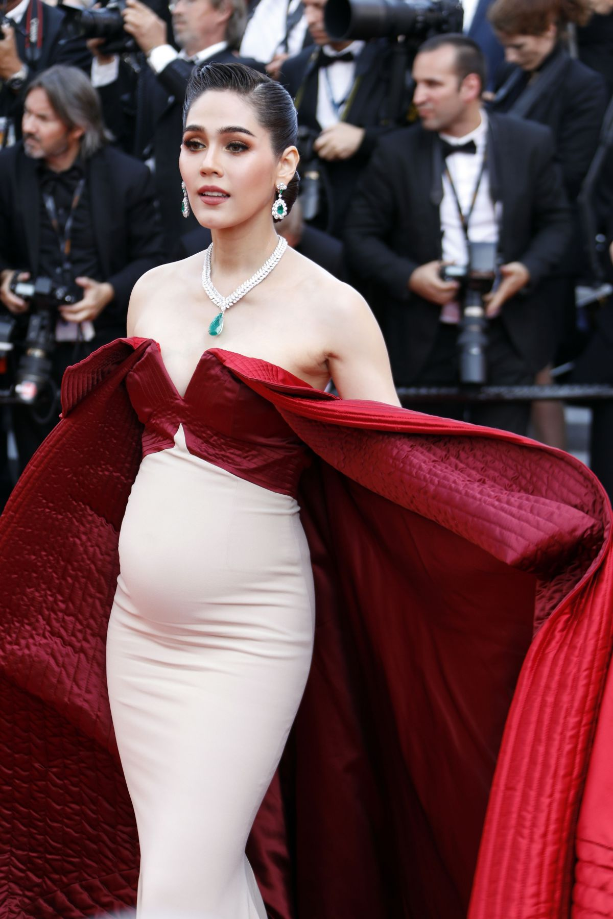 Pregnant ARAYA A HARGATE At The Meyerowitz Stories