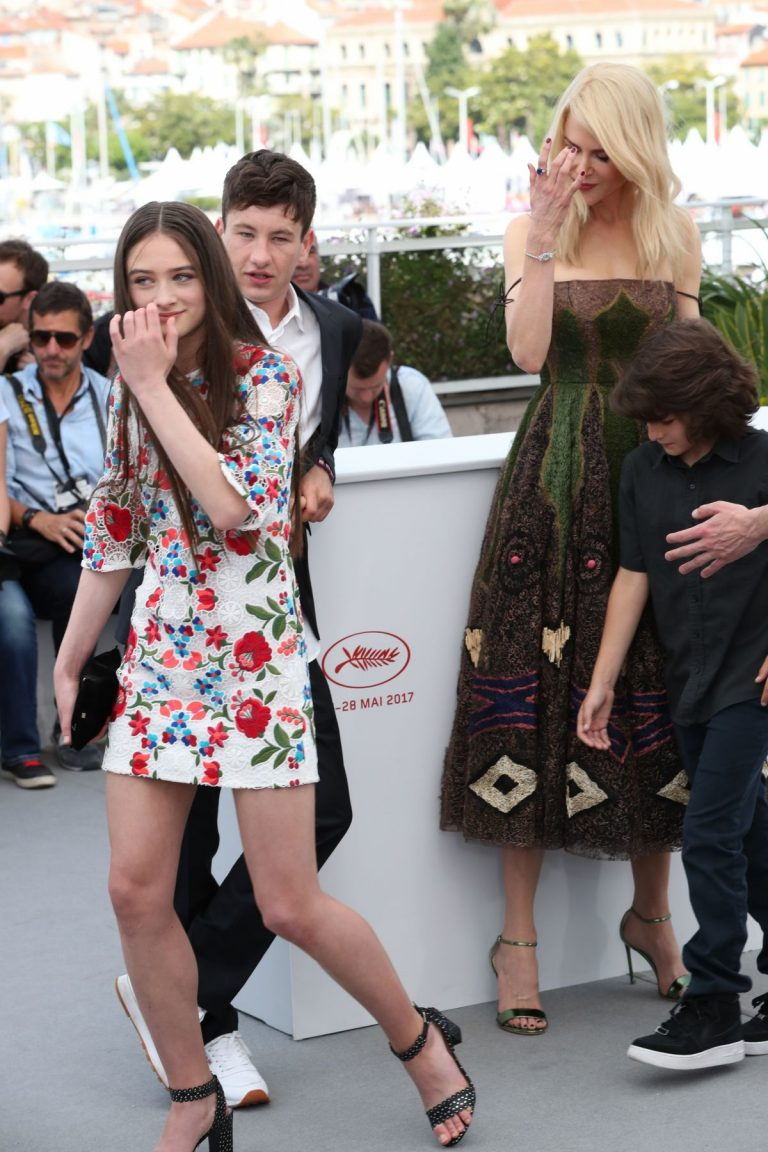 raffey-cassidy-at-the-killing-of-a-sacred-deer-photocall