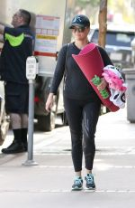 REESE WITHERSPOON Leaves Pilates Class in Los Angeles 05/15/2017