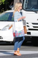 REESE WITHERSPOON Shopping at Club Monaco Beverly Drive in Beverly Hills 05/23/2017