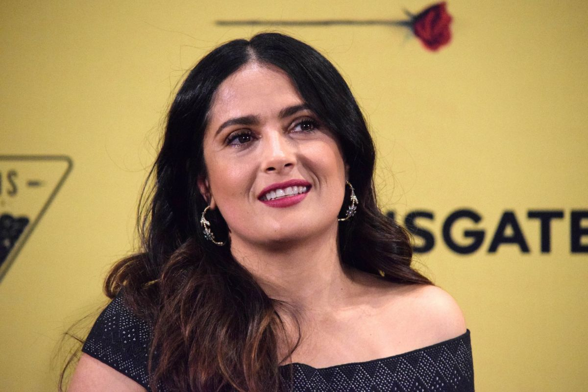 Salma Hayek At How To Be A Latin Lover Press Conference In Mexico City 05