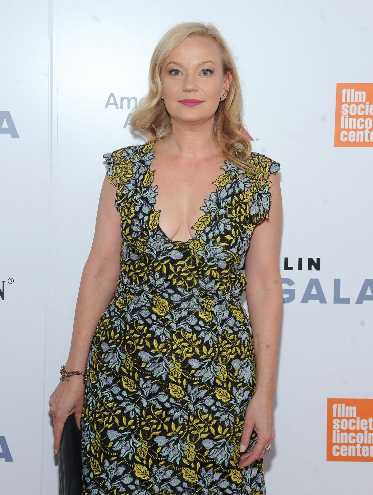 Watch Samantha Mathis video
