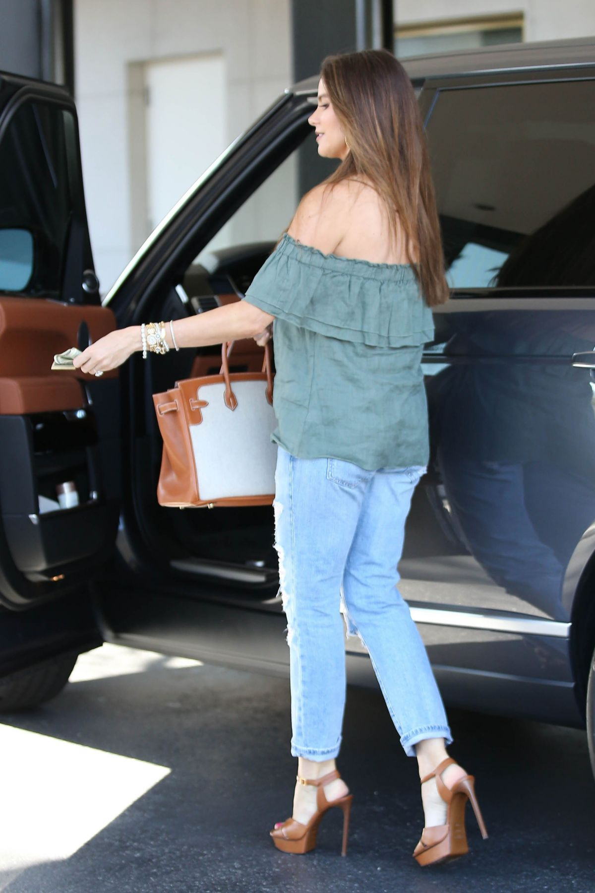 SOFIA VERGARA Shopping at Saks Fifth Avenue in Beverly Hills 05/24 ...