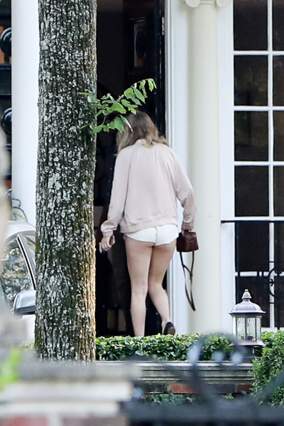 TAYLOR SWIFT in Shorts Arrives and Leaves Her Home in Nashville 05/14/2017