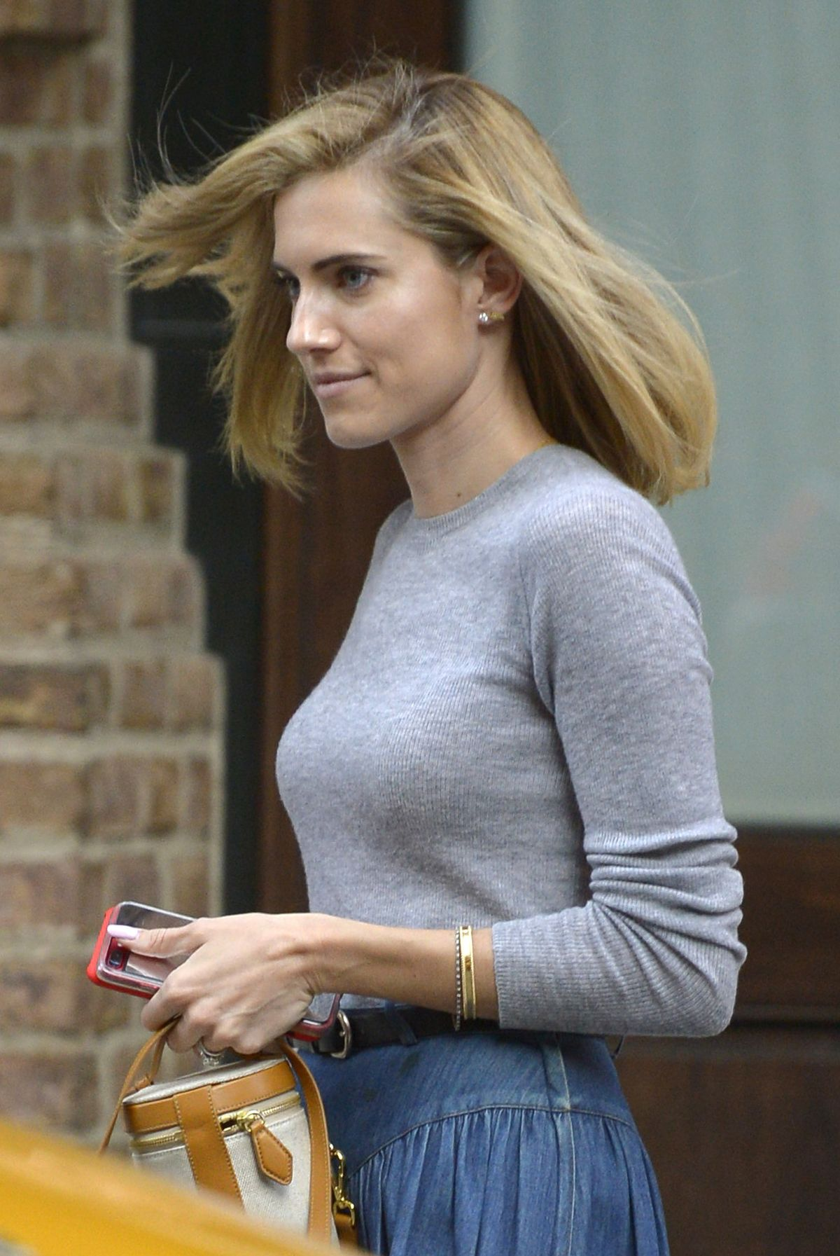 Allison Williams Leaves Her Hotel In New York 05 31 2017