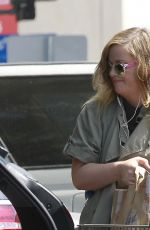 AMY POEHLER Shopping at Bristol Farms in Los Angeles 05/26/2017