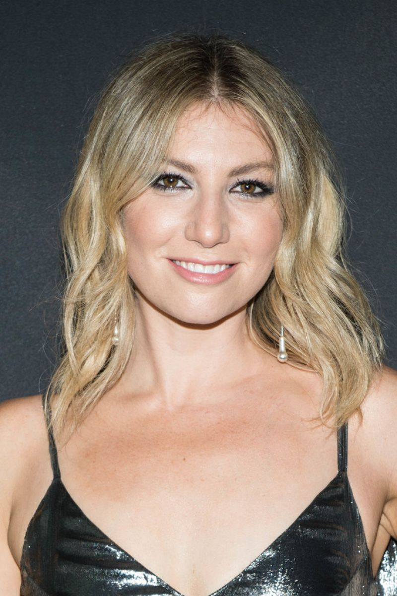ARI GRAYNOR at I