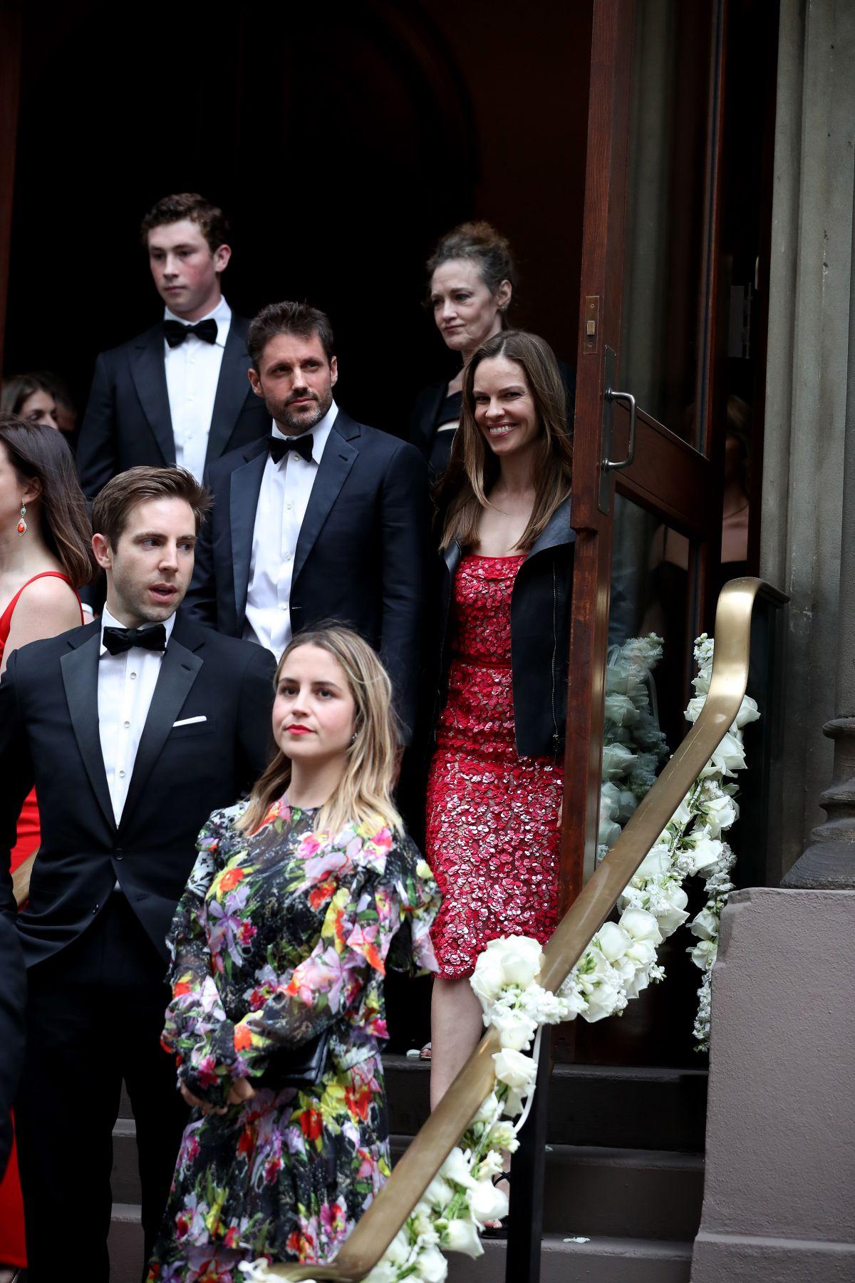 Emmy Rossum Wedding.Hilary Swank At Emmy Rossum S Wedding In New York 05 28 2017