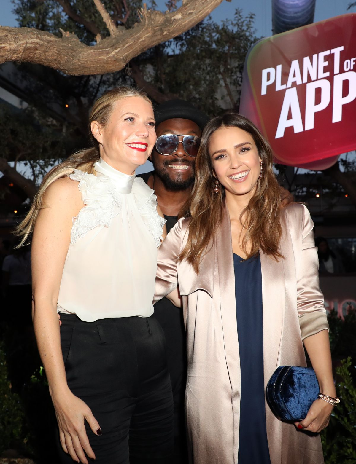 http://www.hawtcelebs.com/wp-content/uploads/2017/06/jessica-alba-at-planet-of-the-apps-season-1-premiere-in-los-angeles-06-12-2017_2.jpg
