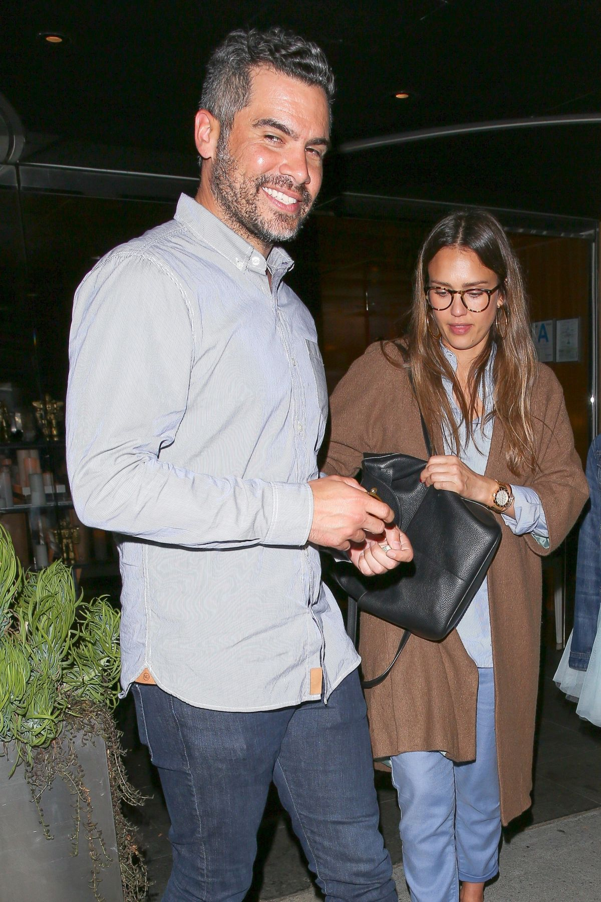 http://www.hawtcelebs.com/wp-content/uploads/2017/06/jessica-alba-leaves-katsuya-restaurant-in-hollywood-06-07-2017_6.jpg