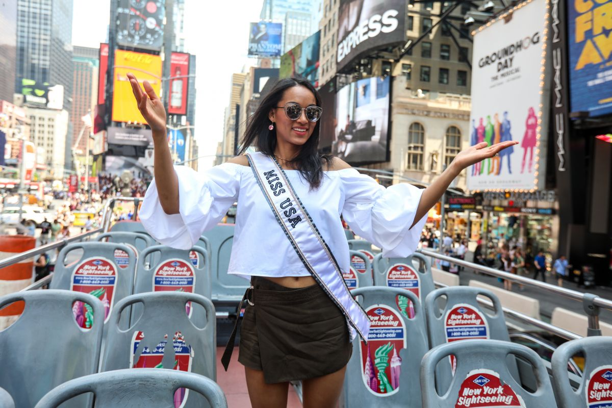 KARA MCCULLOUGH on a Tour Bus in New York 06/13/2017