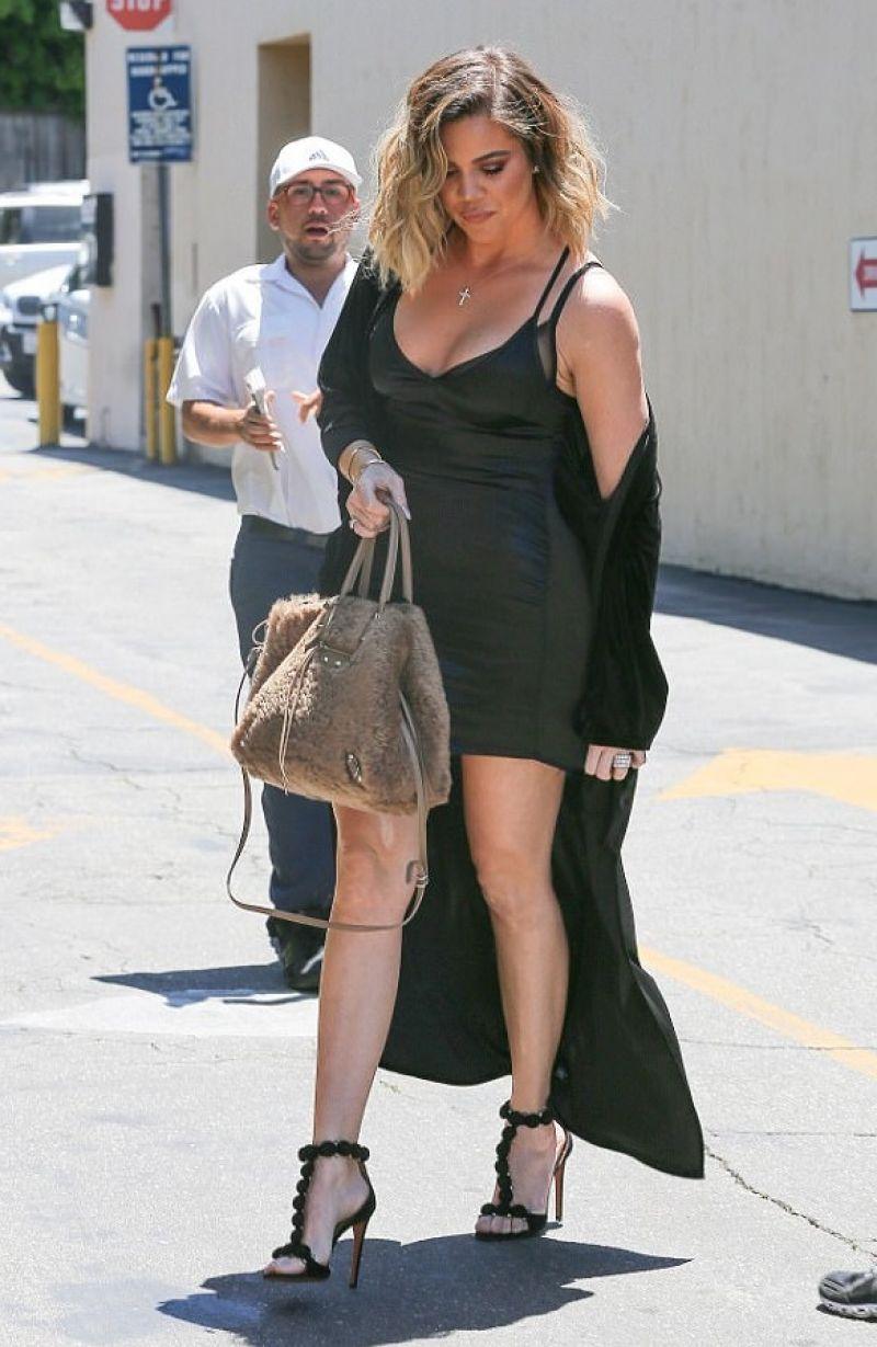 Khloe kardashian at emilio trattori in encino 06 14 2017 for How to dress like khloe kardashian