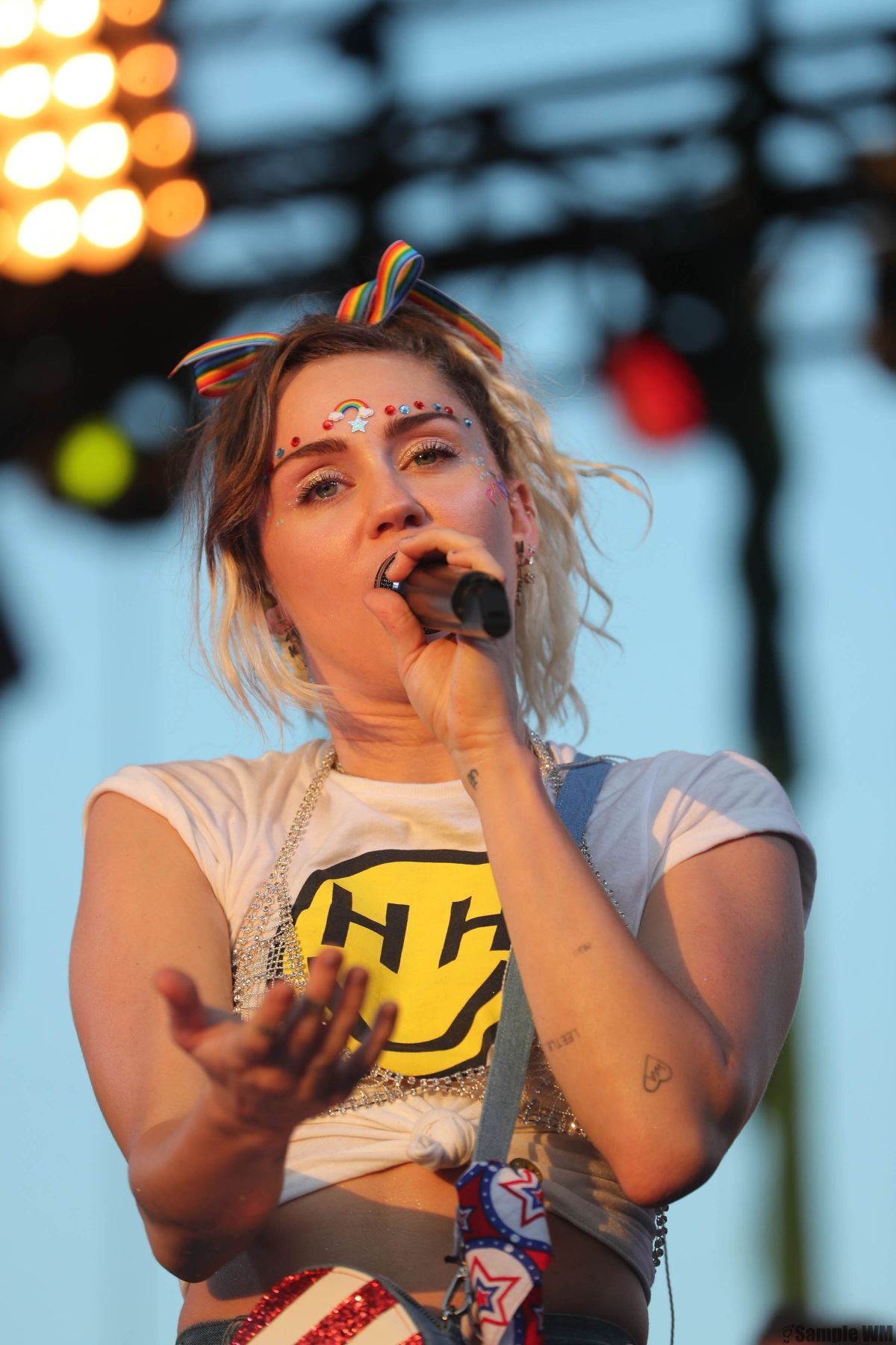 MILEY CYRUS Performs at Hot 99.5