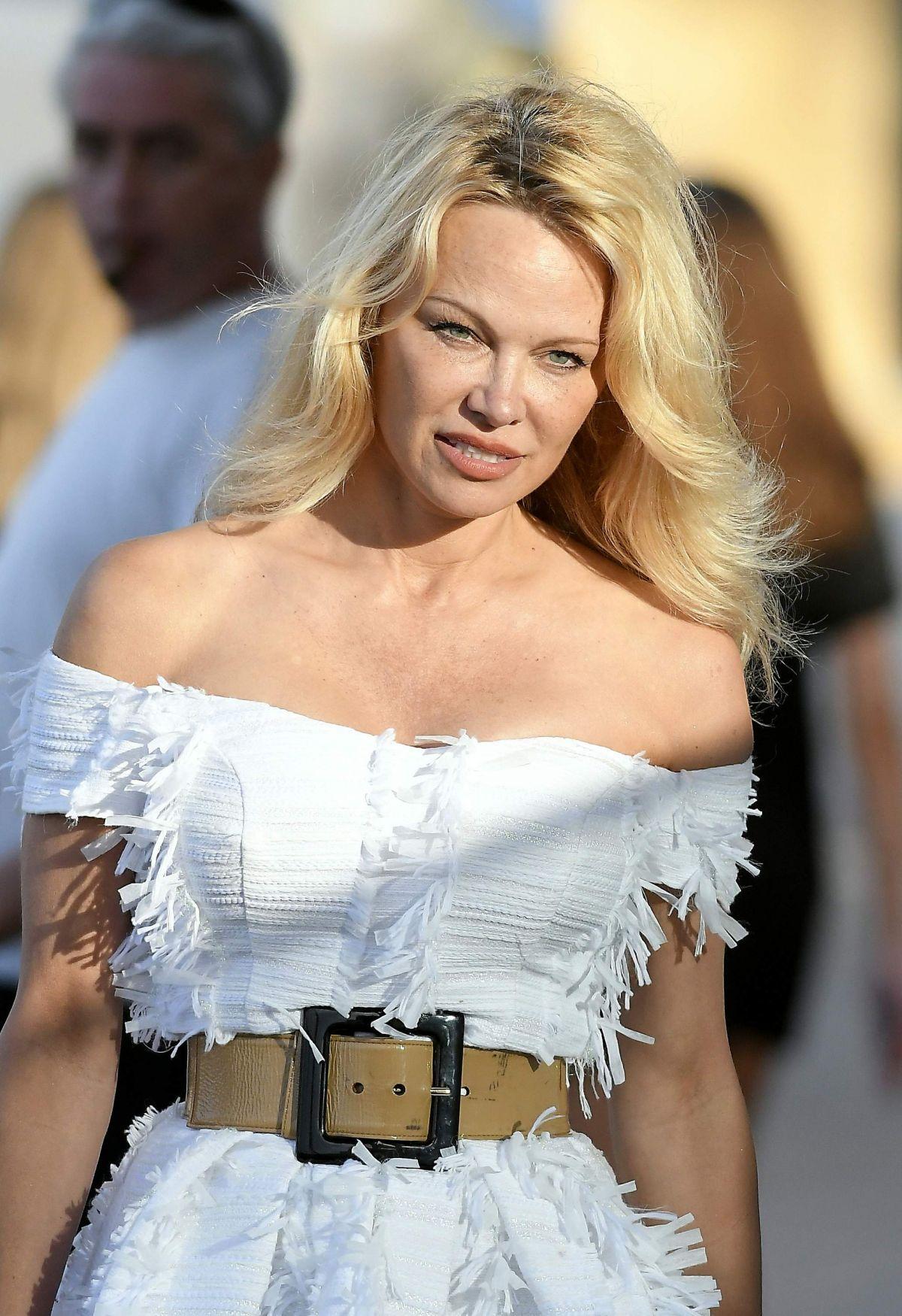 Pamela Anderson Archives - HawtCelebs - HawtCelebs Pamela Anderson