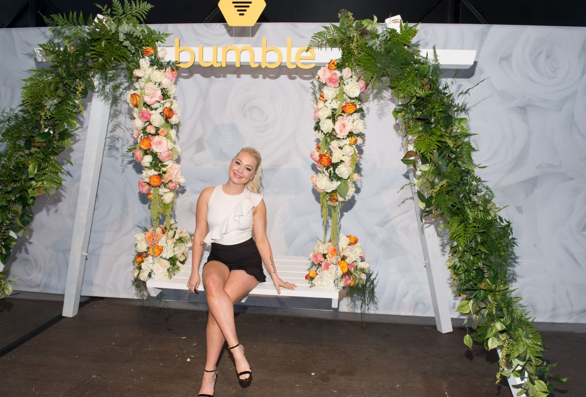 RAELYNN at Bumble and Lady Antebellum You Look Good Bumble Bee.tique in Nashville 06/10/2017