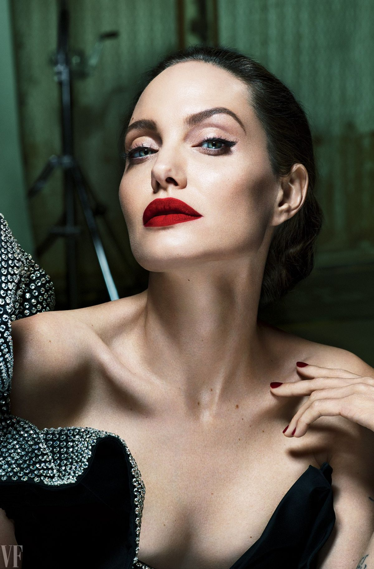 ANGELINA JOLIE for Van... Angelina Jolie