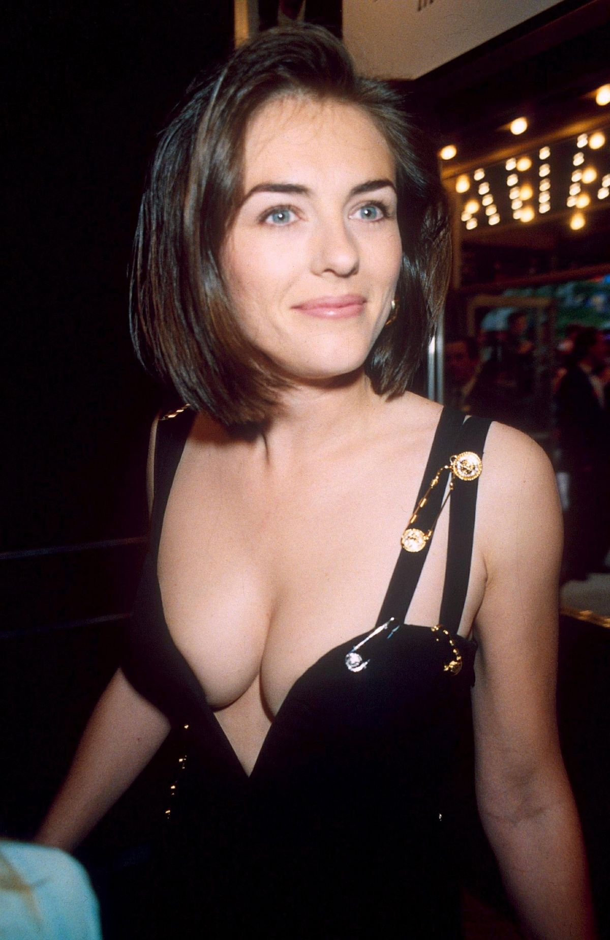 Best from the Past - ELIZABETH HURLEY at Four Weddings and a Funeral Premiere in London 05/11/1994