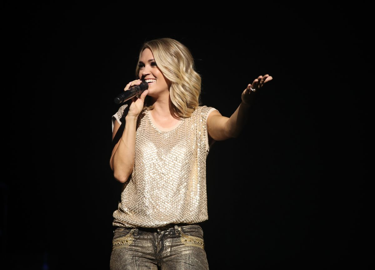 CARRIE UNDERWOOD Performs at Orpheum Theatre in Los Angeles 06/29/2017