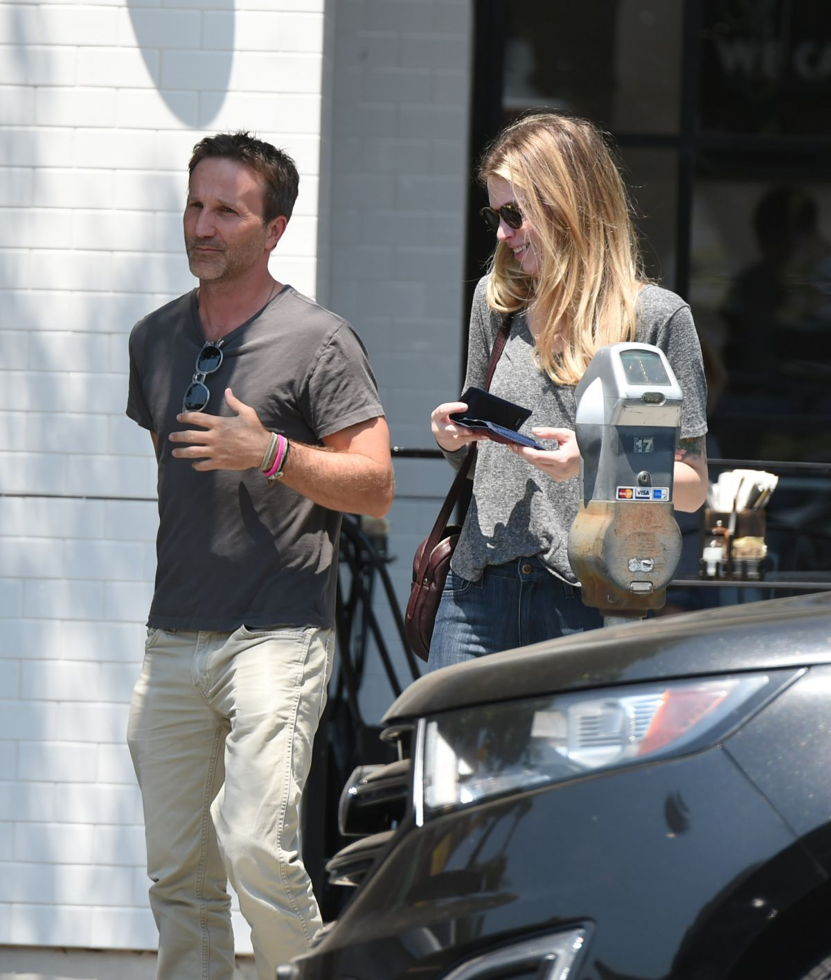 DEBORAH KAPLAN and Breckin Meyer Out for Lunch in Los Angeles 07/17/2017