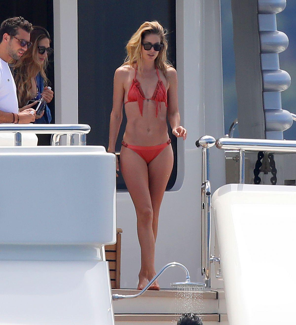 DOUTZEN KROES in Bikini at a Yacht in France 07/27/2017   doutzen-kroes-in-bikini-at-a-yacht-in-france-07-27-2017_3
