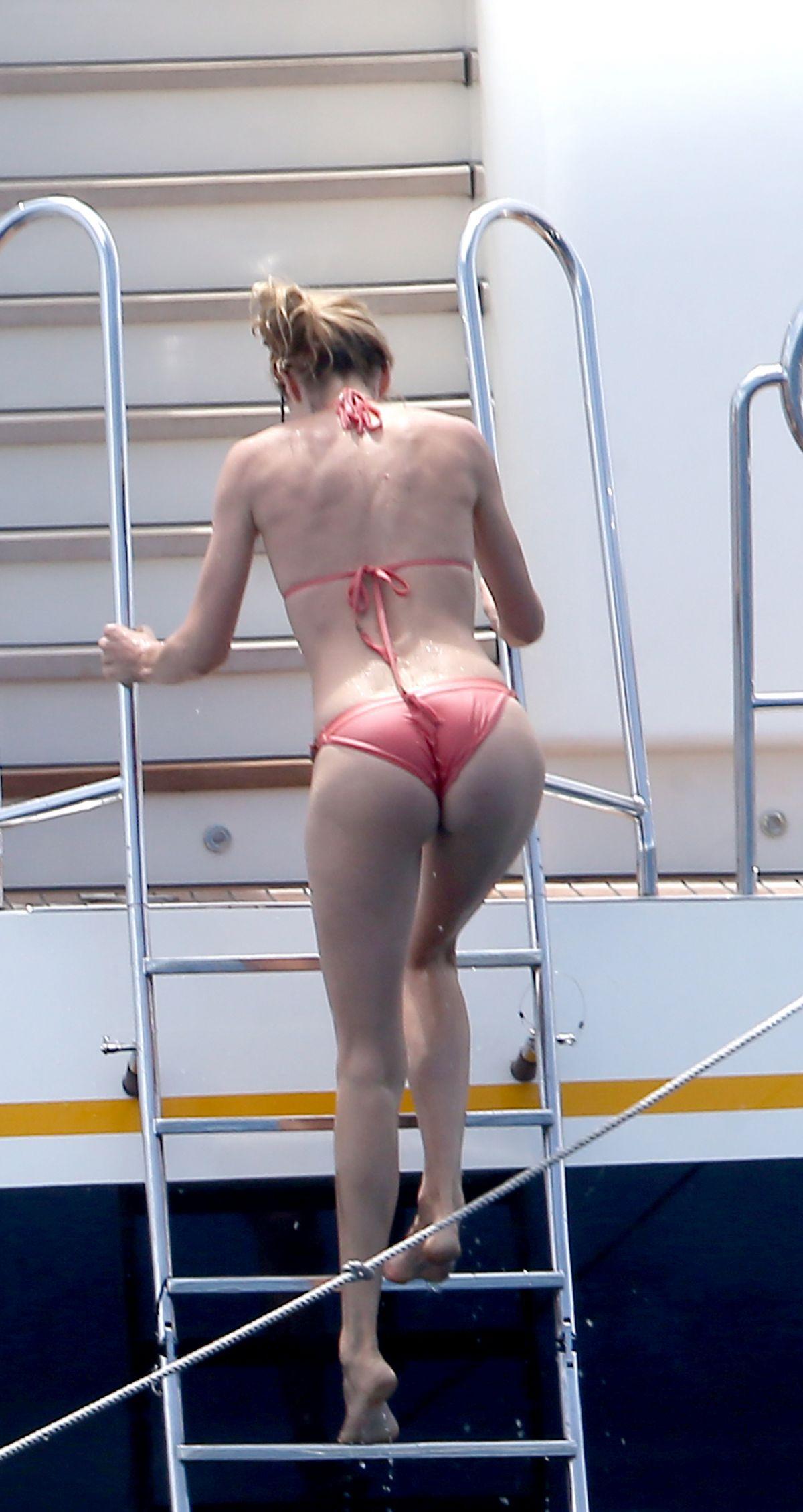 DOUTZEN KROES in Bikini at a Yacht in France 07/27/2017   doutzen-kroes-in-bikini-at-a-yacht-in-france-07-27-2017_7