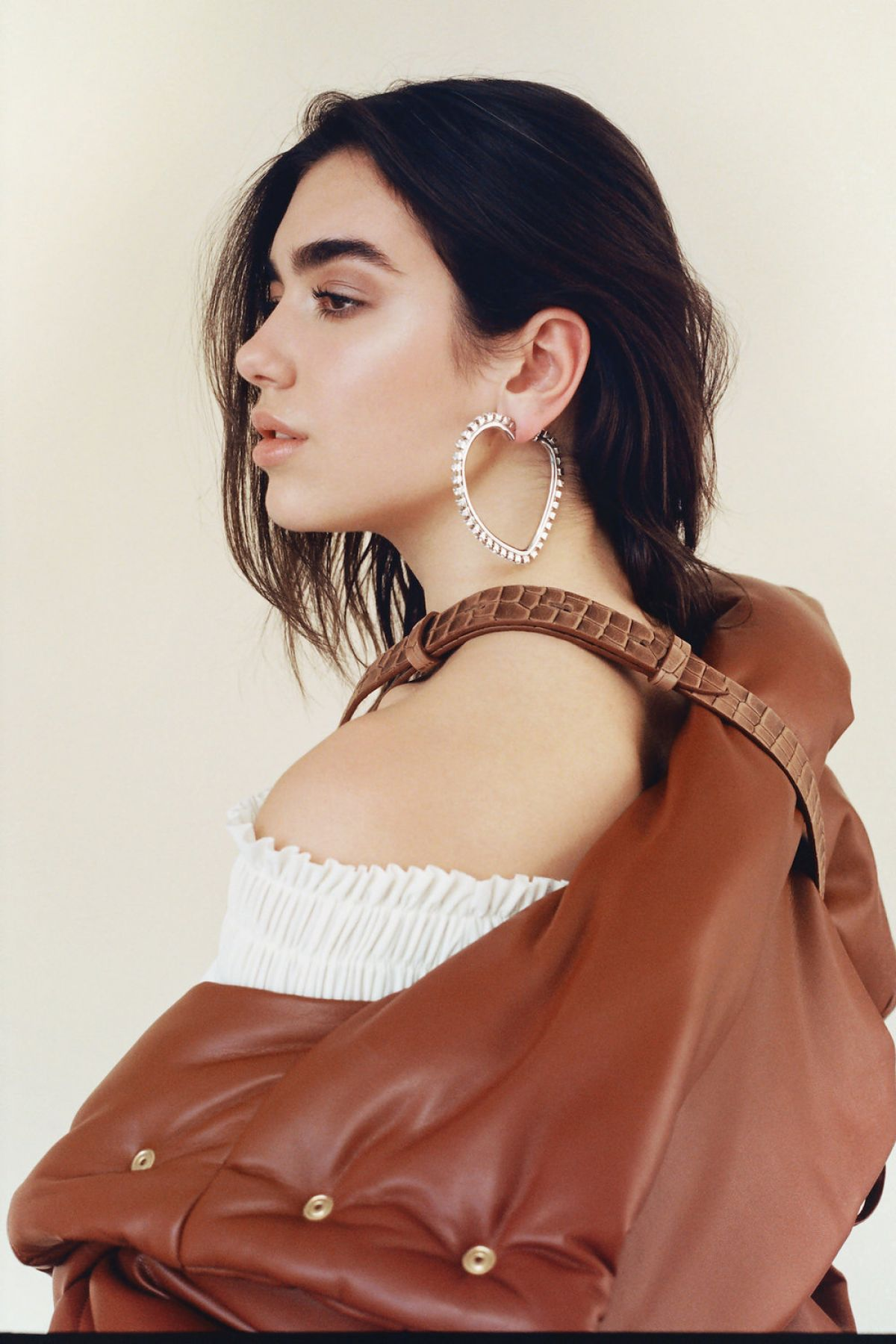 dua-lipa-for-modzik-magazine-2017_2.jpg