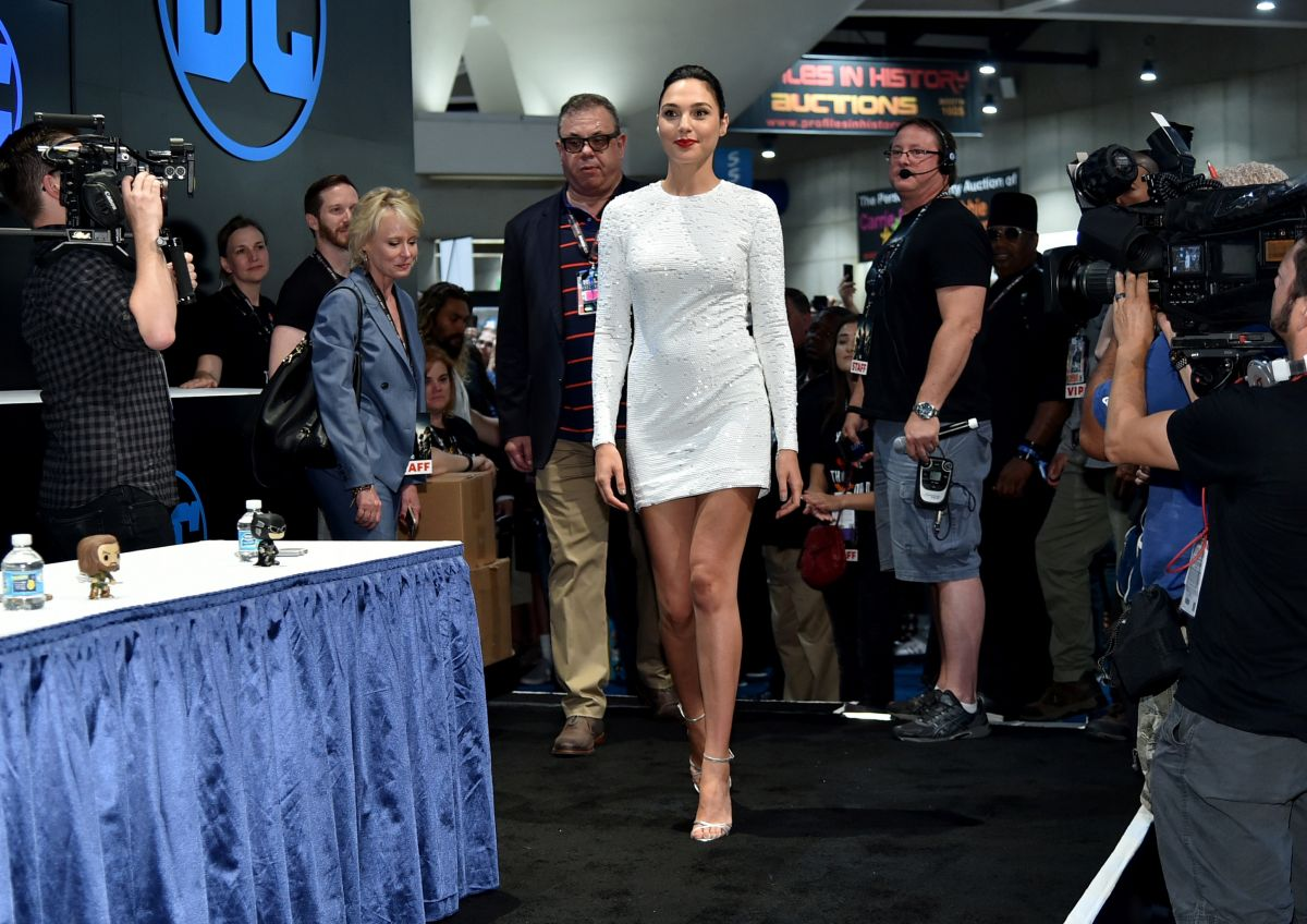 GLA GADOT at Justice League Autograph Signing at Comic-con in San Diego 07/22/2017