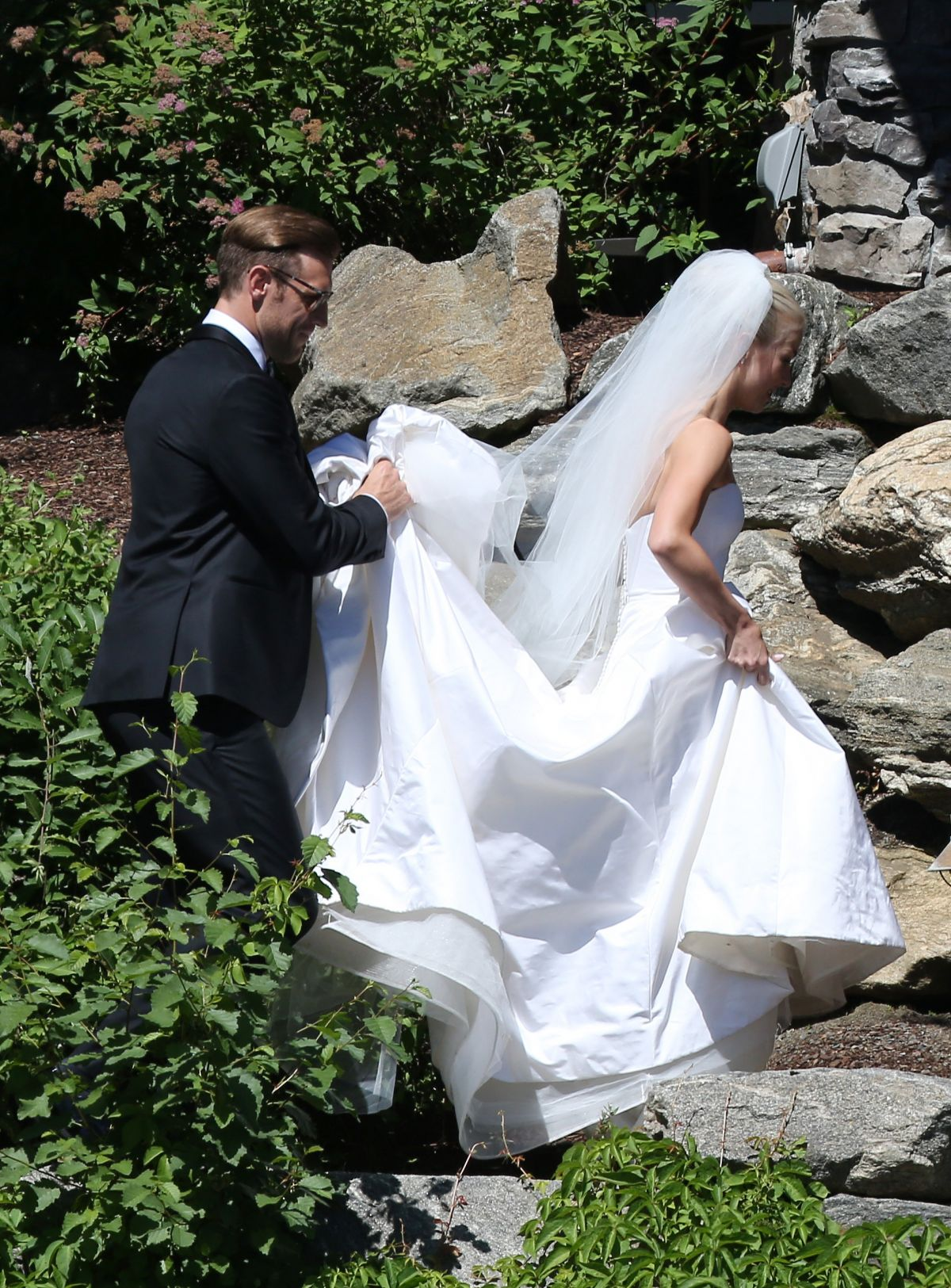 Julianne hough s wedding date for Julianne hough wedding pictures