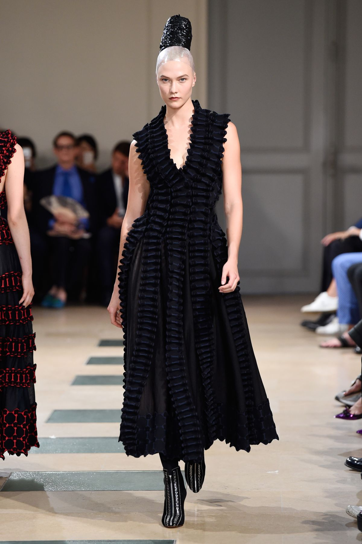 Karlie kloss at azzedine alaia runway show at haute for Haute couture show