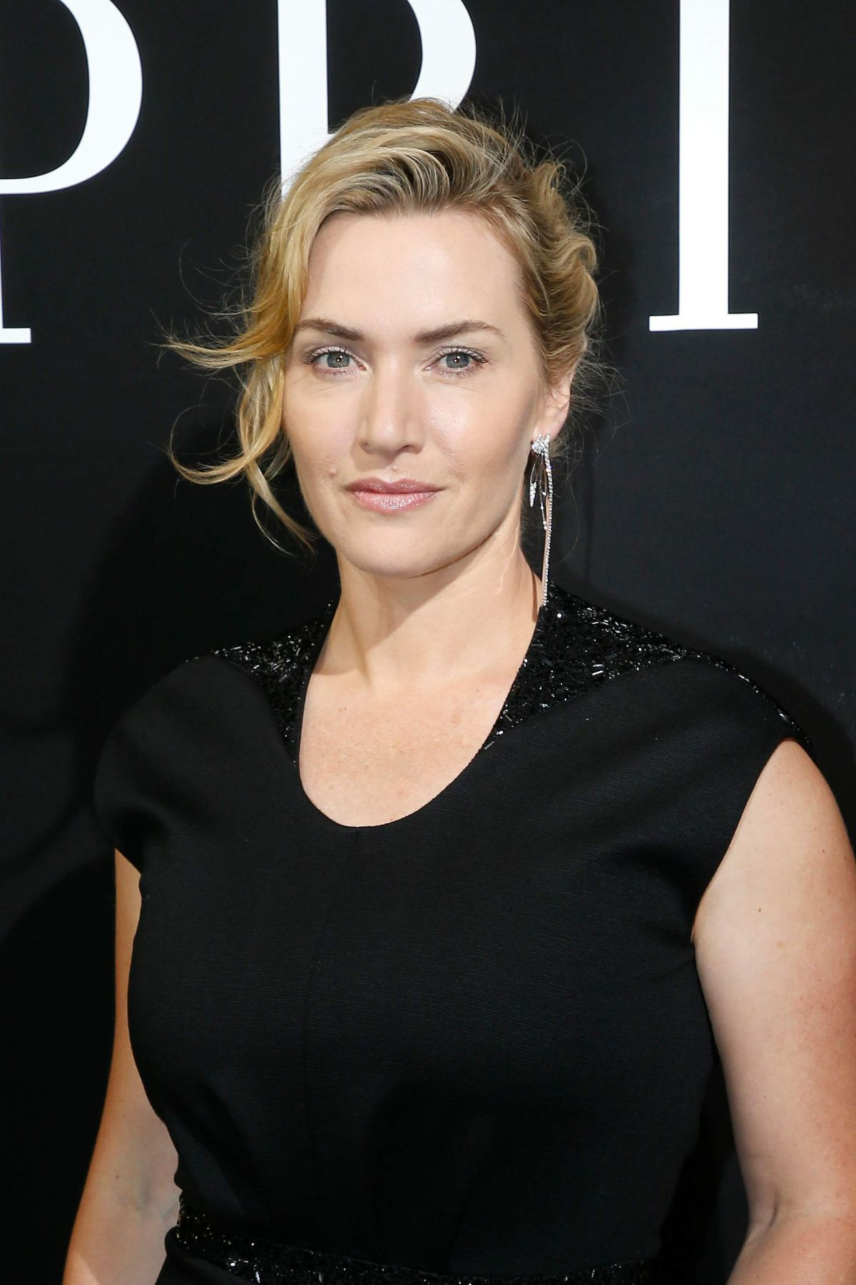 KATE WINSLET at Giorgio Armani Prive Haute Couture Show in ...